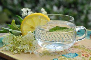Refreshing Elderflower Cordial in Lemonade - Thanks to Hanne Hoogendam (Unsplash).